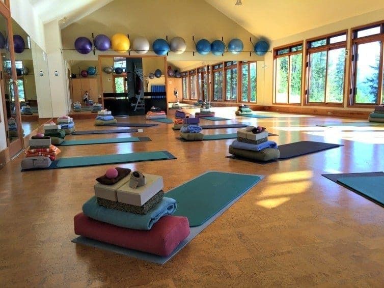 Welcome the day with sunrise yoga at Mountain Trek (via thetravellingmom.ca)