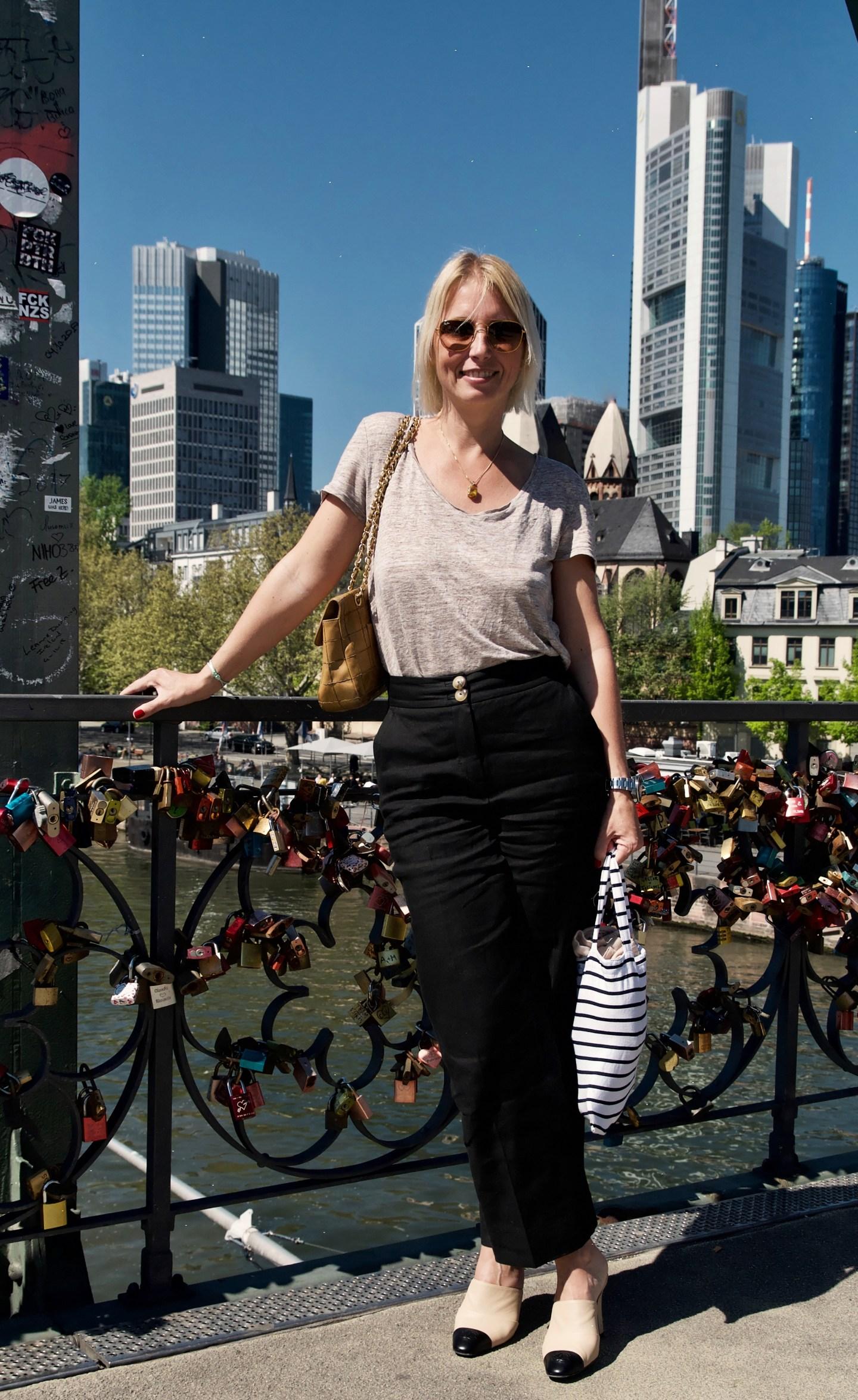 Leinenlook mit Chanel Accessoires- claudinesroom