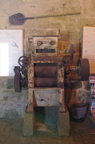 Con questa macchina per macinare il sale, si intendeva superare la tecnologia antiquata dei mulini a vento. Invano: il sale corrodeva rapidamente gli ingranaggi, rendendoli presto inservibili.