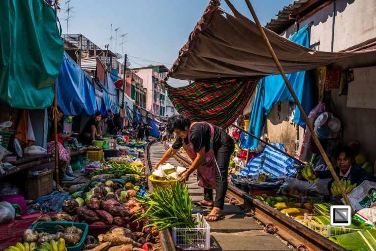 maeklong-train-market-feb-3