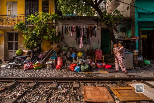 vietnam-hanoi-train_tracks-23