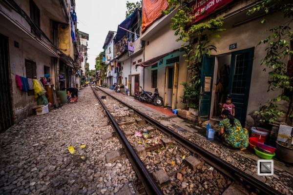vietnam-hanoi-train_tracks-37