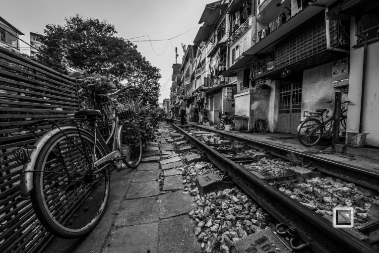 vietnam-hanoi-train_tracks-8