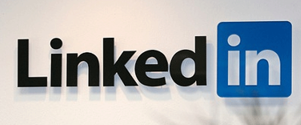"Linkedin introduce elementul social ""LIKE"""