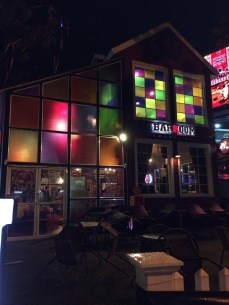 Nightclub Barroom -encontrado na Huai Kaeo Rd.