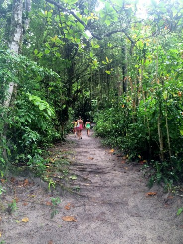 A charmosa trilha que leva ao centro de informações tursticas. Photo by Claudia Grunow