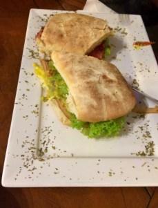 Sanduíche servido no local- Photo by Claudia Grunow