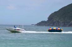 Bote a deriva na praia da Ferradura- Photo by Claudia Grunow