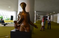 Escultura dentro do Congresso - Photo by Claudia Grunow