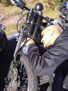 Pas de vraie sortie sans sortir les outils: merci la trousse Claymotorcycles.com!