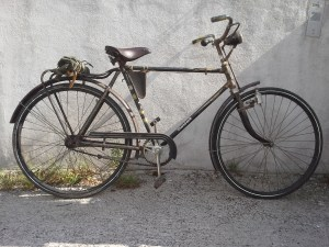 Fini de me traîner sur mon vélo bobber oublié en France par un allemand pressé... en 1945