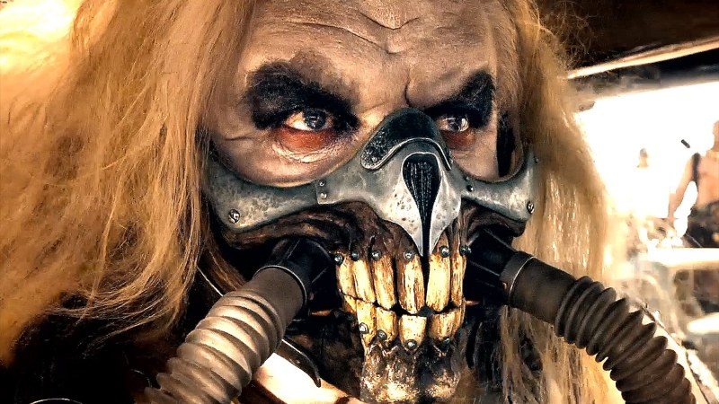 ImmortanJoe, un gars motivé qui a l amême coiffure que moi et aime bien les masques, lui aussi