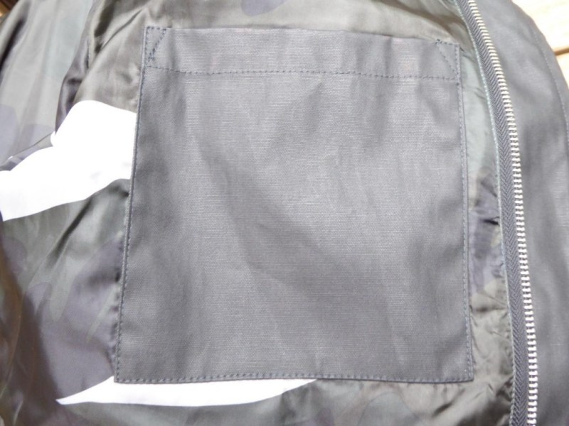 Poche intérieur elle-même doublée à l'intérieur en coton huilé pour une bonne étanchéité !