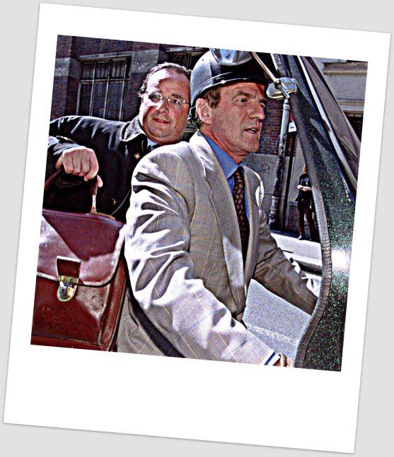 """""""-Metal flakte, scoot vintage, costard et gants vintage : t'es en avance sur les Dandy Riders ! - Et encore, accroche-toi: j'ai pas fini de te surprendre!"""""""
