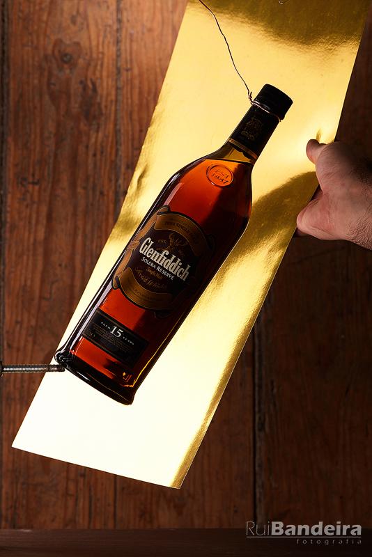 Como fiz a imagem da garrafa Glenfiddich com fogo