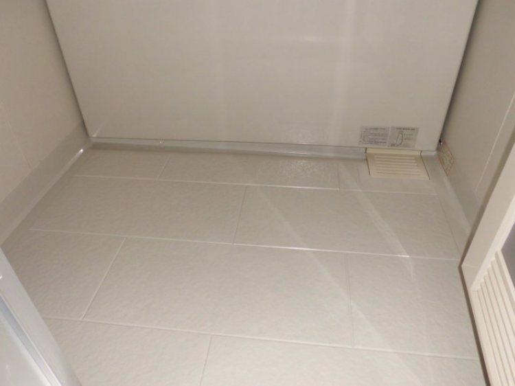浴室の石鹸カス汚れと換気扇の油汚れ