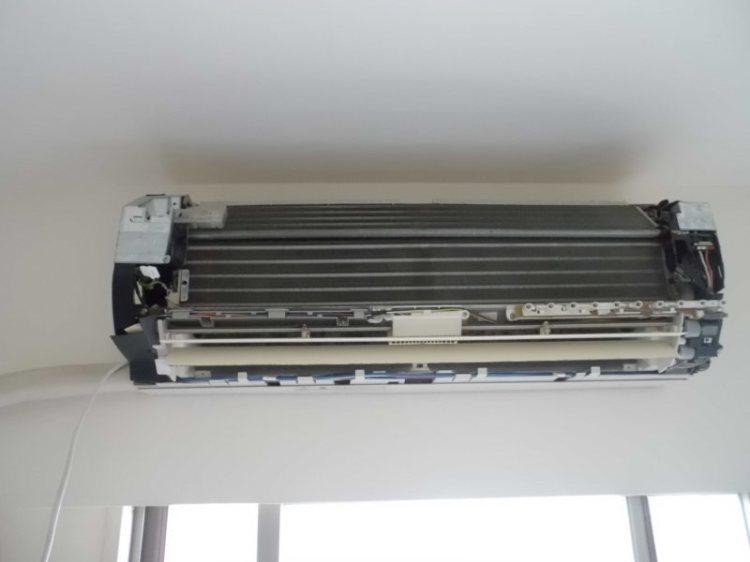 シャープのエアコンクリーニング(AY-S456SC)