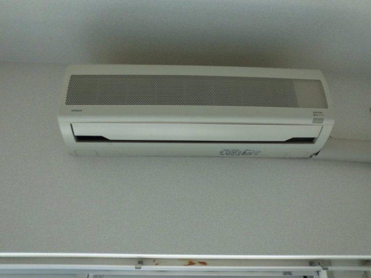 堺市北区で日立のエアコン分解クリーニング