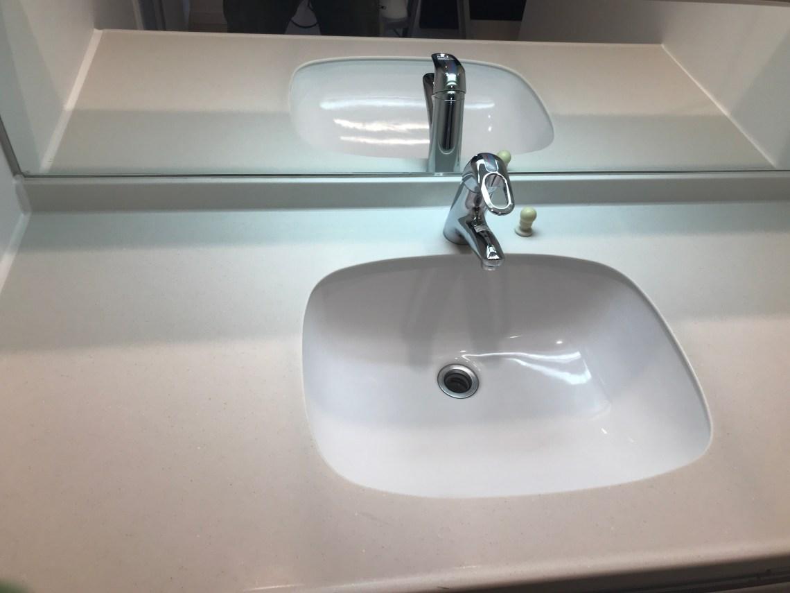 再生クリーニング後の洗面台