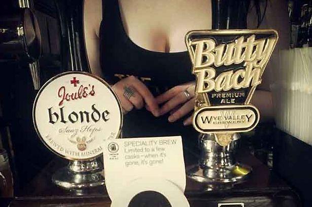 Lucy-Wedge Cleavage Birmingham Pub