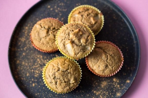 Glutenfreie Birnenmuffins mit Kakaonibs