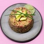Veganer Quinoa Gemüse Salat mit Avocado