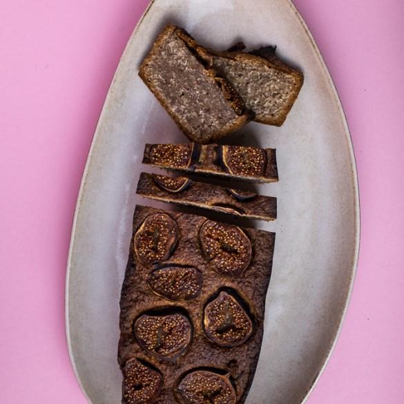 Veganes, glutenfreies Bananenbrot mit Feigen