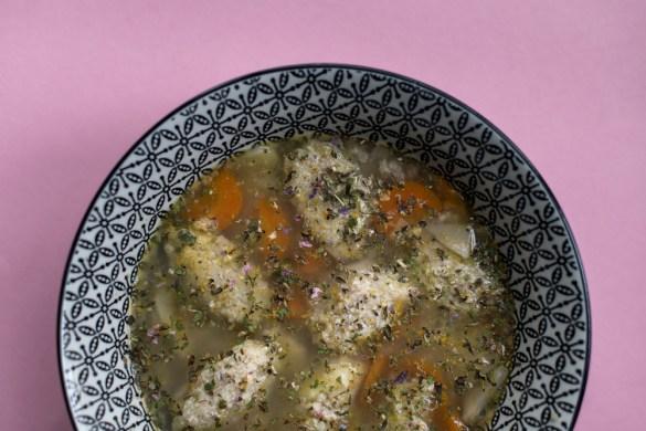 Glutenfreie Grießnockerl Suppe mit Buchweizengrieß