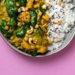 Veganes Kürbis Curry mit Süßkartoffel, Kichererbsen & Spinat