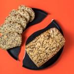 Glutenfreies Leinsamenbrot mit frischer Hefe