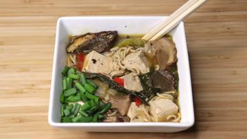 Spicy ramen noodles with tofu and mushrooms - vegan
