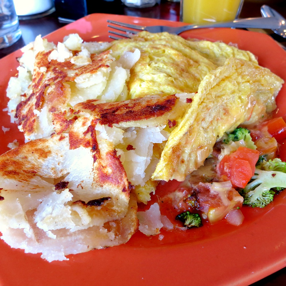 Veggie Omelette with Hash Browns