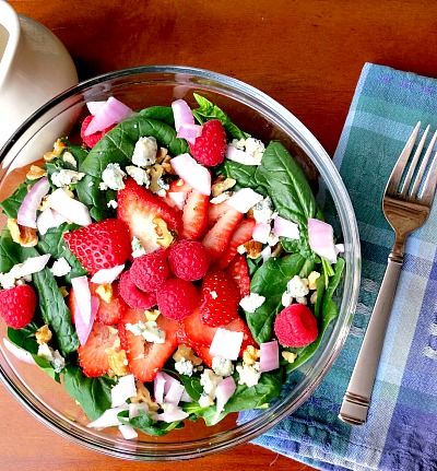 Spinach Salad with Berries, Blue Cheese, and Red Onions