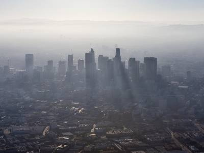 Siege of smog grips Los Angeles