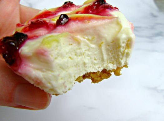 Mini Raspberry Lemon Cheesecakes Bite