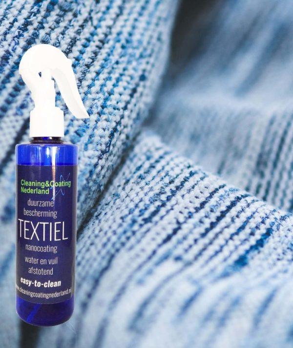 nanocoting textiel en een gedrapeerd blauw-wit kleed
