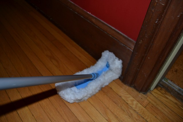 fibers wrap around to the back side of the flexi dust mop