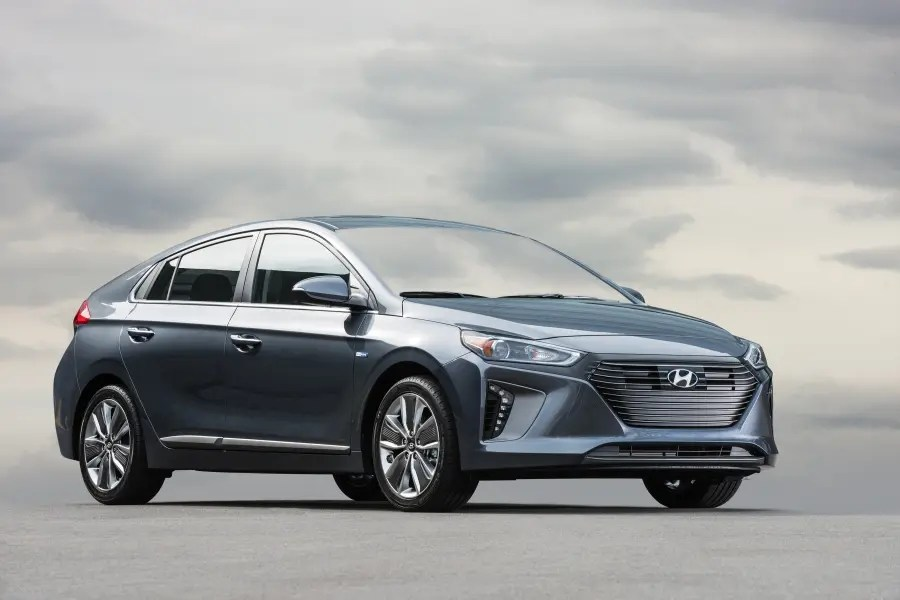 2017 Hyundai Ioniq Hybrid & Electric: First Drive Impression