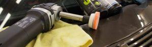 Koneellinen kiillotus tekee autosta kiiltävän