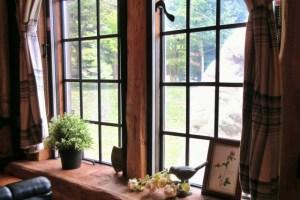 【窓拭き掃除】窓や鏡、ガラスケースを手間なくクリアでキレイにする方法