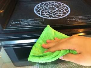 レンジのお掃除に向いてるアルカリ電解水で手間と時間を省く掃除術