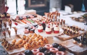 食後の眠気の原因はアイツだった!血糖値の付き合い方を変えると人生が変わる