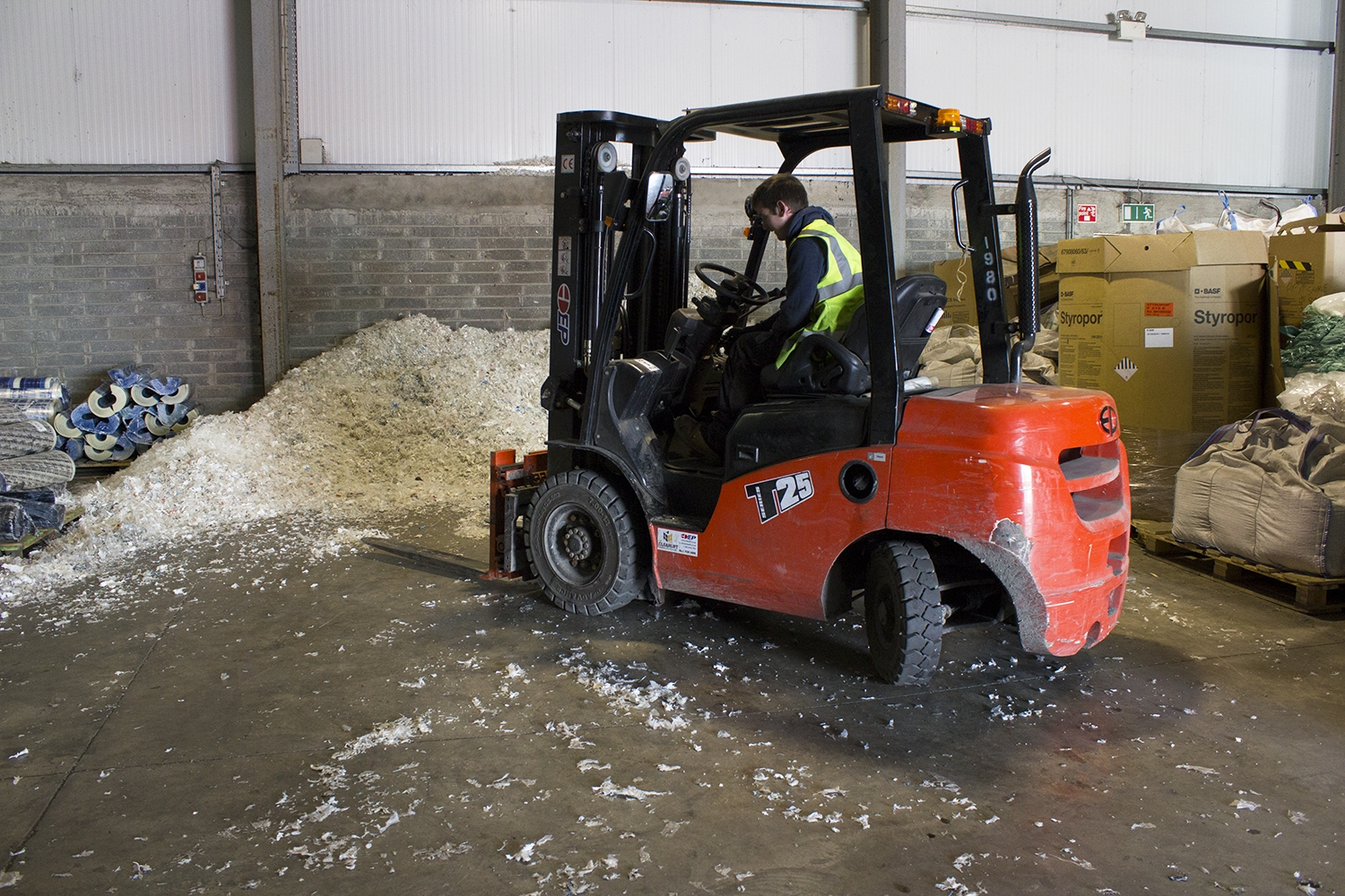 Clearlift-Forklifts-Ireland-ADN-Materials-003