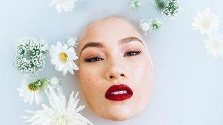モデル 洗顔