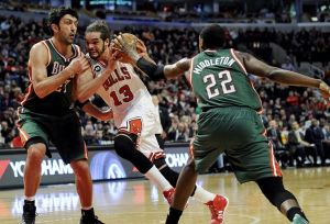 zaza-pachulia-joakim-noah-khris-middleton-nba-milwaukee-bucks-chicago-bulls-850x560