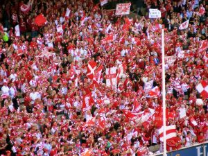 1200px-Sydney_swans_supporters_at_the_2006_afl_grand_final