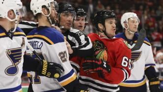 ct-game-4-blackhawks-vs-blues-photos-20160419
