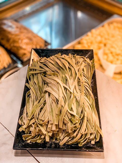 tagliatelles au basilic - clé aux pâtes, pates fraiches