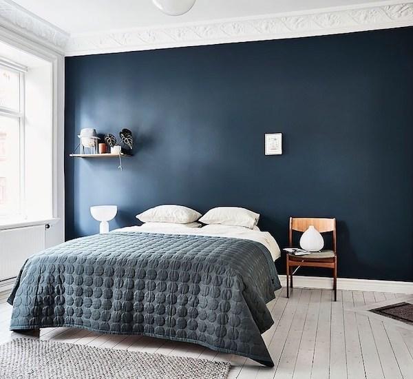 Visite : Mur bleu dans la chambre
