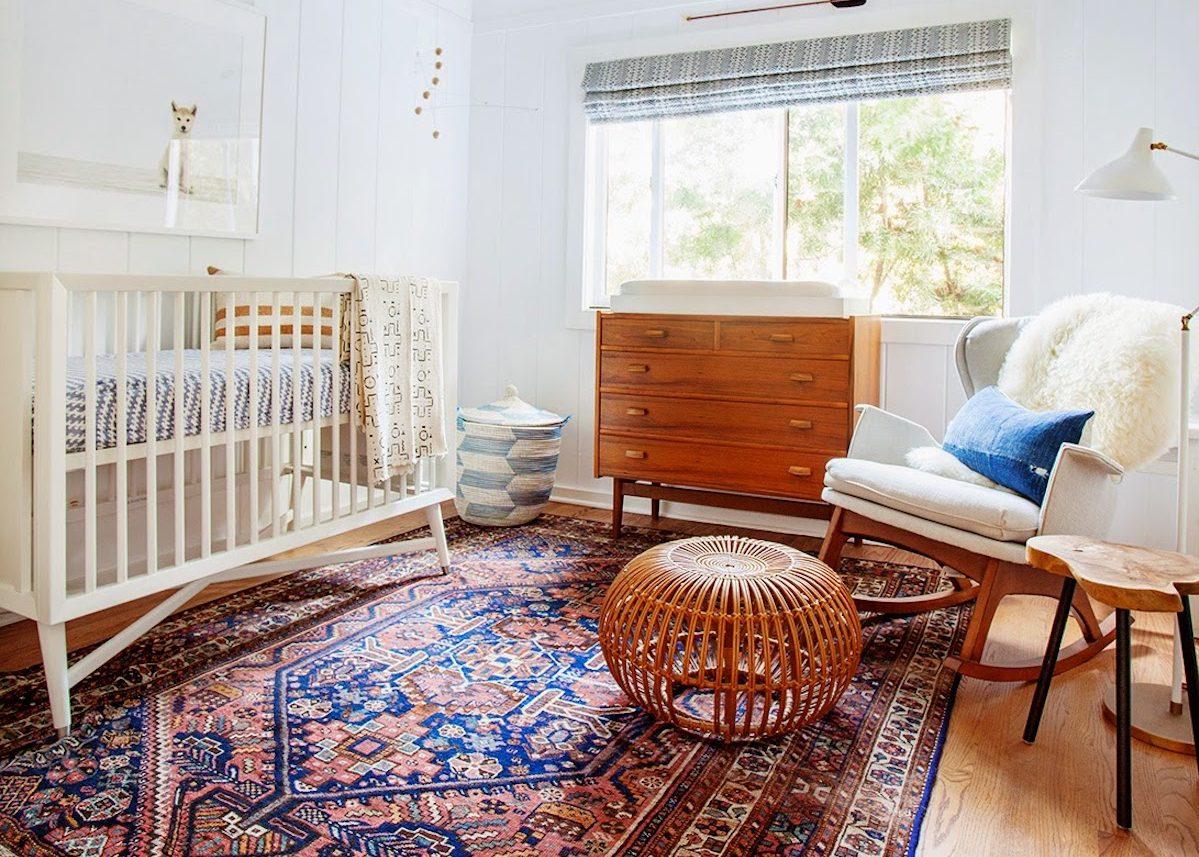 Dans Cette Chambre Enfant Au Style Scandinave Vintage Le Grand Tapis Persan  Apporte La Couleur Et